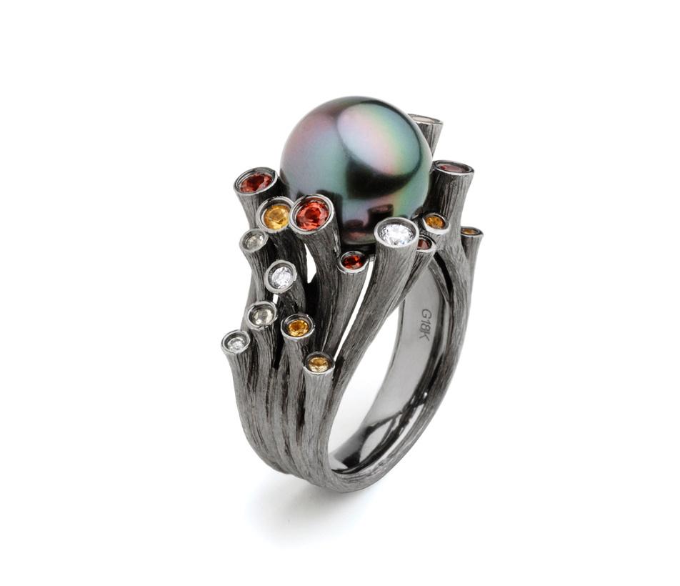 Fei Liu's Dawn ring in 18ct black gold with citrine, mandarin garnets and diamonds. Winner of the IJL Editor's Choice Award.
